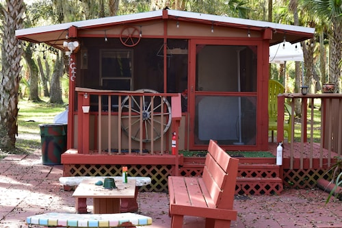 Bunk House Cabin- Sleeps 4 With 4 Bunk Beds