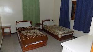2 dormitorios, escritorio, cortinas opacas