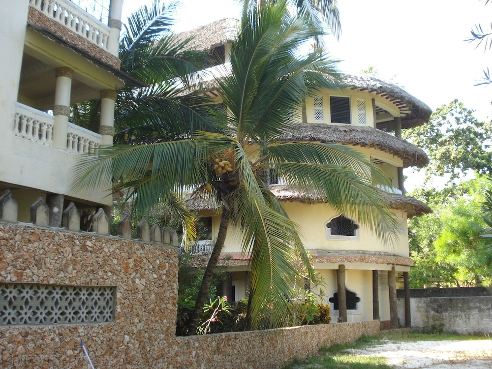 Coconut Beach Apartments in Mombasa | Hotel Rates & Reviews