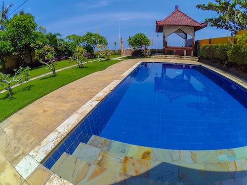 Beachfront Villa Dini With Pool, Free Daily Breakfast & Staff