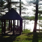 Log Home On Wequas Lake, dog-friendly, free boats, by snowmobile trails