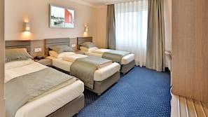 Allergivenligt sengetøj, pengeskab, skrivebord, kontorområde til laptop