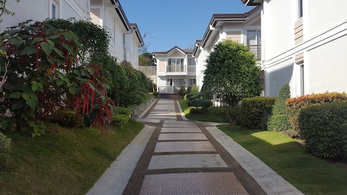 2 Bedroom Villa by AP at Tagaytay Hampton Villa