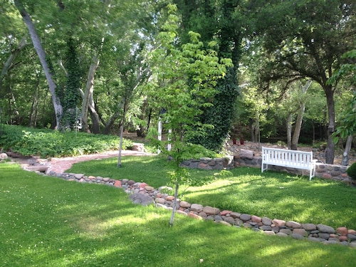 Private Creek Front   In Heart Of Sedona On A 4 Acre Orchard Steps To Oak