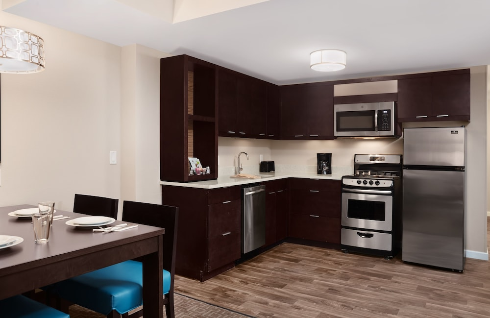 Private Kitchen, TownePlace Suites by Marriott Orlando Theme Parks/Lake Buena Vista