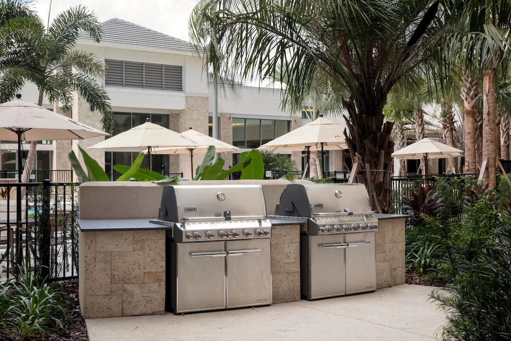 BBQ/Picnic Area, TownePlace Suites by Marriott Orlando Theme Parks/Lake Buena Vista