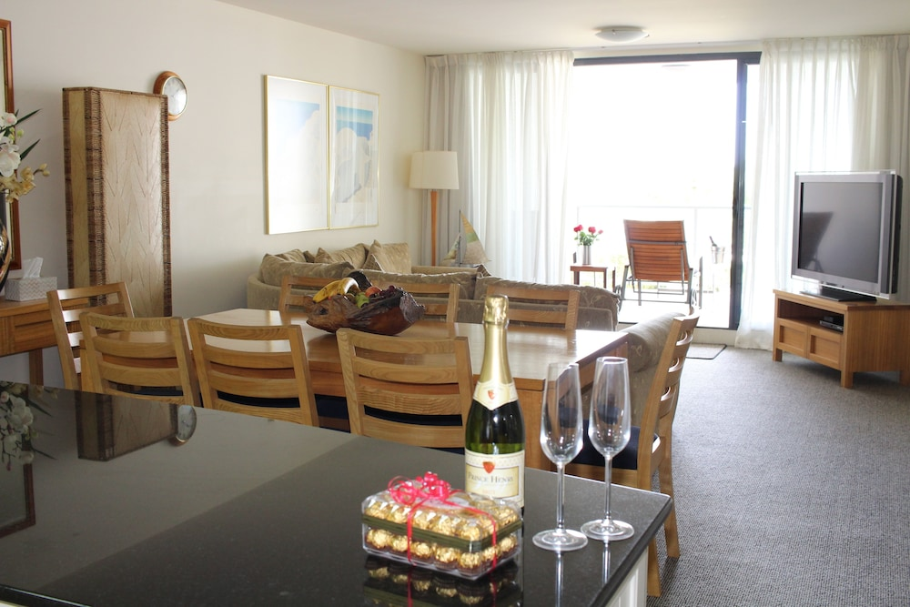 In-Room Dining, The Boathouse Luxury Apartments