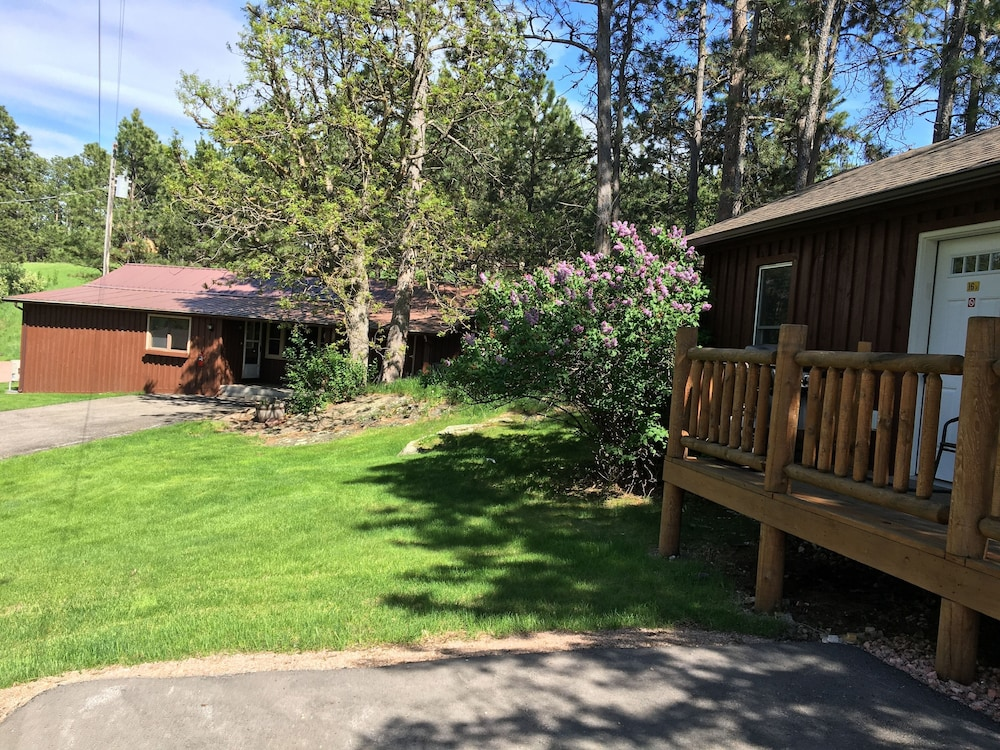 Front of Property, Rockerville Lodge & Cabins