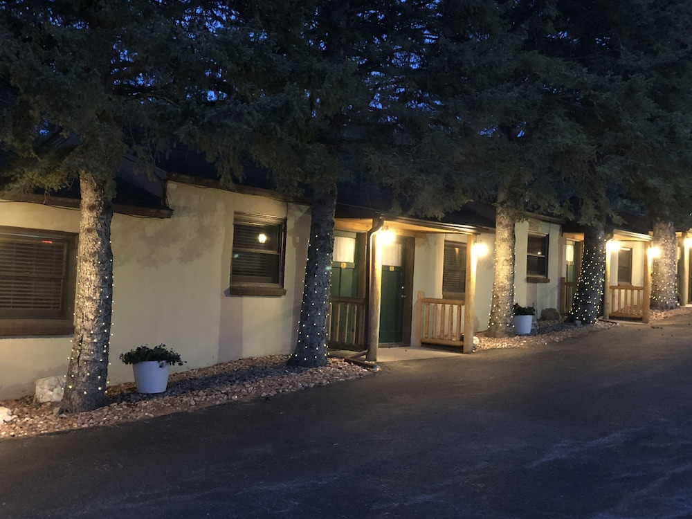 Front of Property - Evening/Night, Rockerville Lodge & Cabins