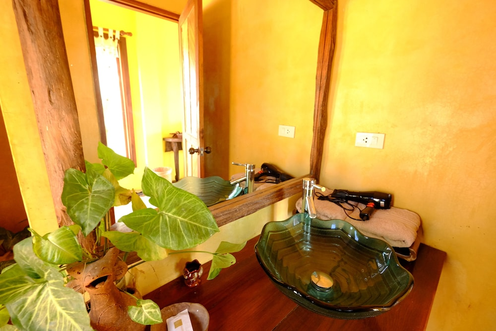 Bathroom Sink, Khunyuam Resort