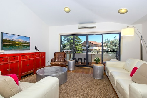 BONDI BEACH RETREAT (016i)