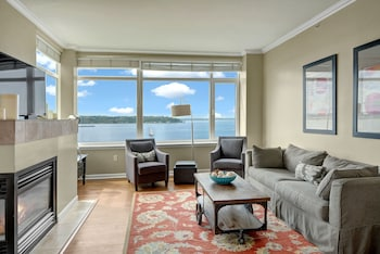 Olympus Puget Sound Penthouse - Three Bedroom Apartment with Balcony