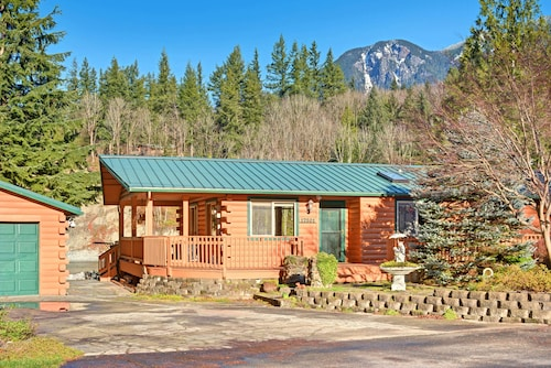 Prospector's Bend - Two Bedroom Home with Hot Tub