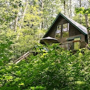 Huckleberry Hideout - One Bedroom Cabin with Hot Tub