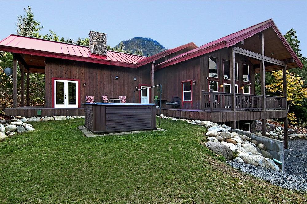Money Creek Lodge - Five Bedroom Cabin with Hot Tub: 2018 Room ...
