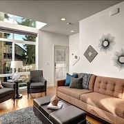 Fremont Jet City - Three Bedroom Townhome with Balcony