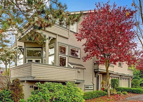 Great Place to stay Rise and Shine Ravenna - Three Bedroom Home near Seattle