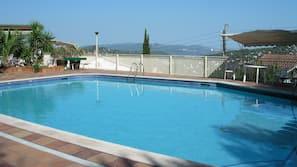 Een seizoensgebonden buitenzwembad