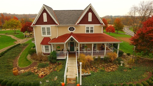 Great Place to stay Chapel Valley Estate Bed & Breakfast near Ellwood City