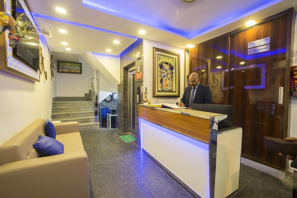 Hotel Entrance Reception Lobby Sitting Area
