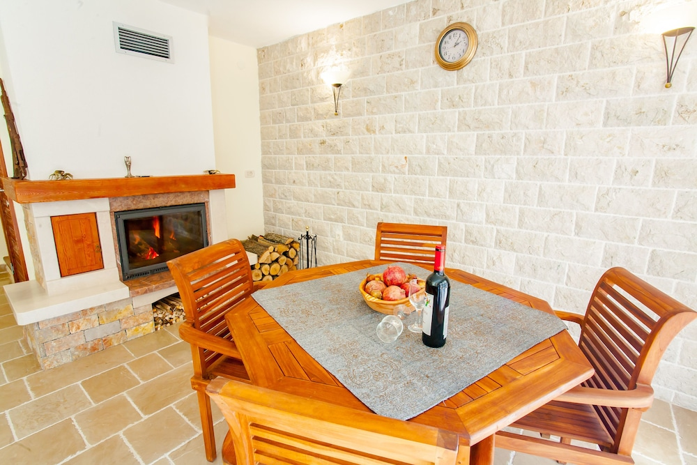 In-Room Dining, Paradise House Skadar Lake