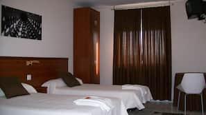 Escritorio, cortinas opacas, cunas o camas infantiles gratuitas