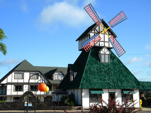 Great Place to stay Windmill Inn and Suites near Branson