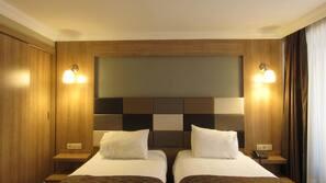 Hochwertige Bettwaren, Minibar, Schreibtisch, kostenloses WLAN