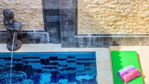 Außenpool, Pool mit Wasserfall