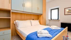 2 Schlafzimmer, individuell dekoriert, individuell eingerichtet
