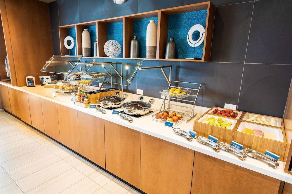 Breakfast buffet, SpringHill Suites by Marriott Ontario Airport/Rancho Cucamonga