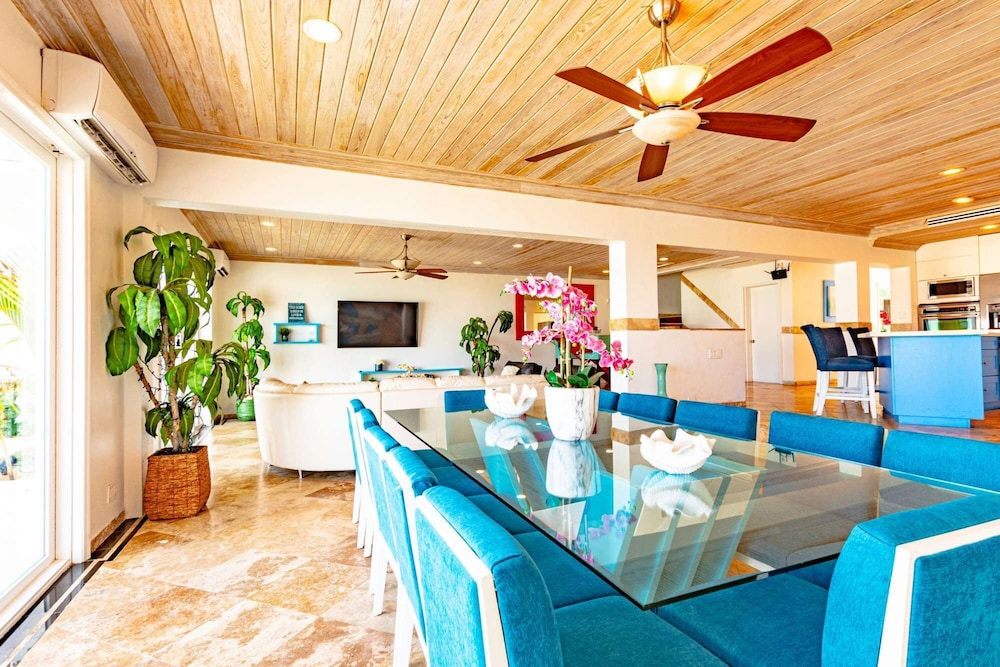 Private Kitchen, Caribbean Oceanfront Villa, Private Pool & Beach. No car Needed
