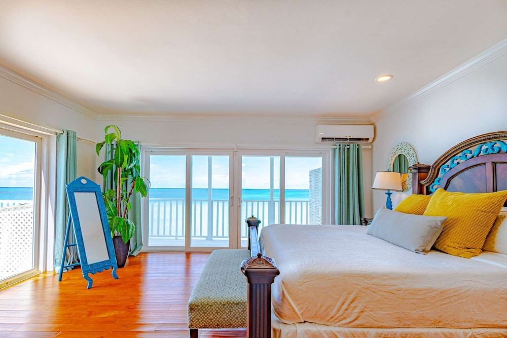 Room, Caribbean Oceanfront Villa, Private Pool & Beach. No car Needed