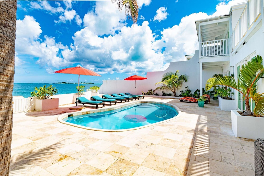 Pool, Caribbean Oceanfront Villa, Private Pool & Beach. No car Needed