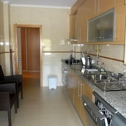 2 Bedroom Ground Floor Modern Apartment With Extended Balcony And Private BBQ
