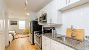 雪櫃、微波爐、焗爐、洗碗碟機