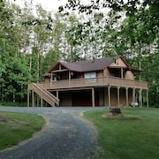 A Beautiful and Peaceful Retreat! Boating, Swimming, Hiking all Just Steps Away!