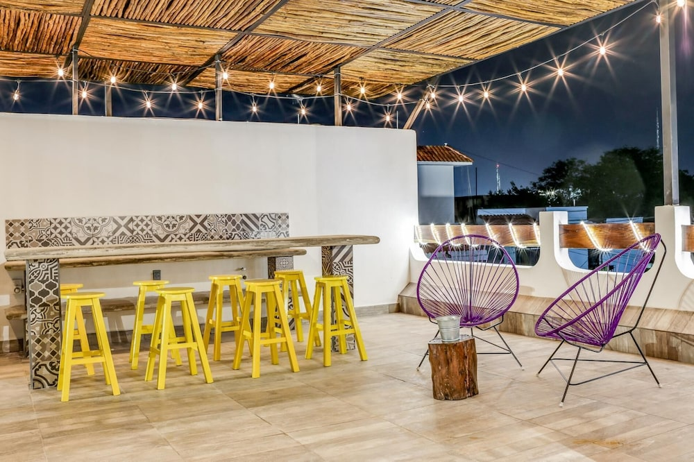 Studio Big Bathroom Kitchen Cable Air Conditioning Rooftop Deck