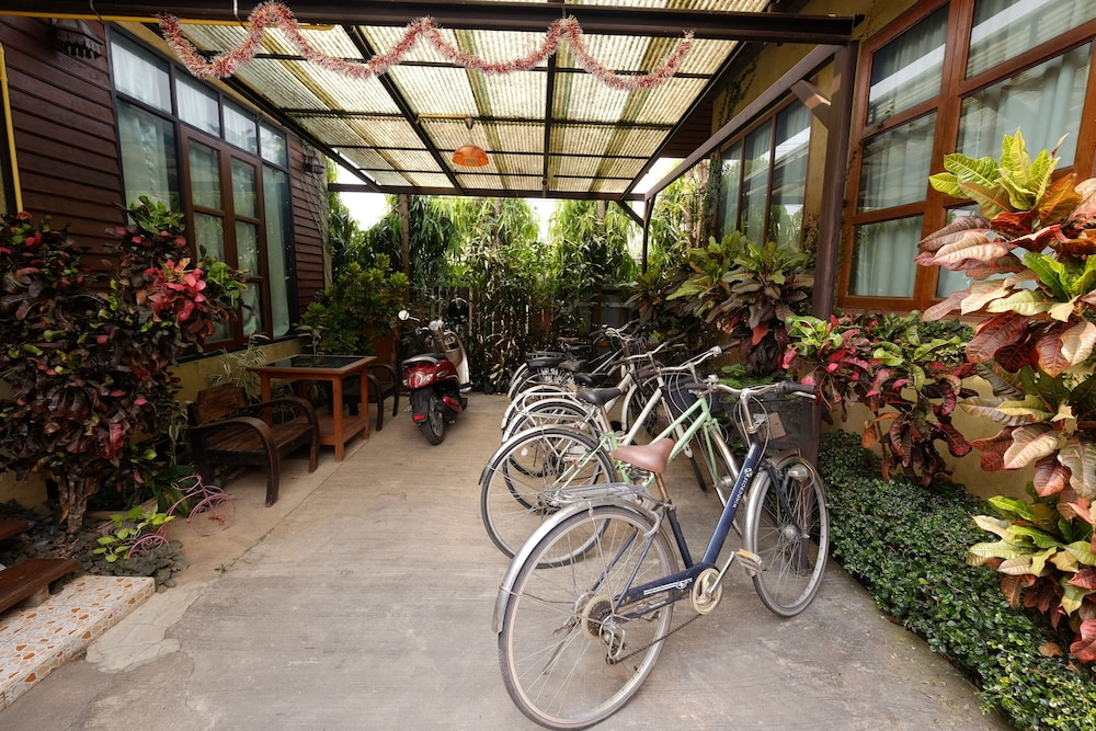 Bicycling, Huen Kham Kong Guesthouse