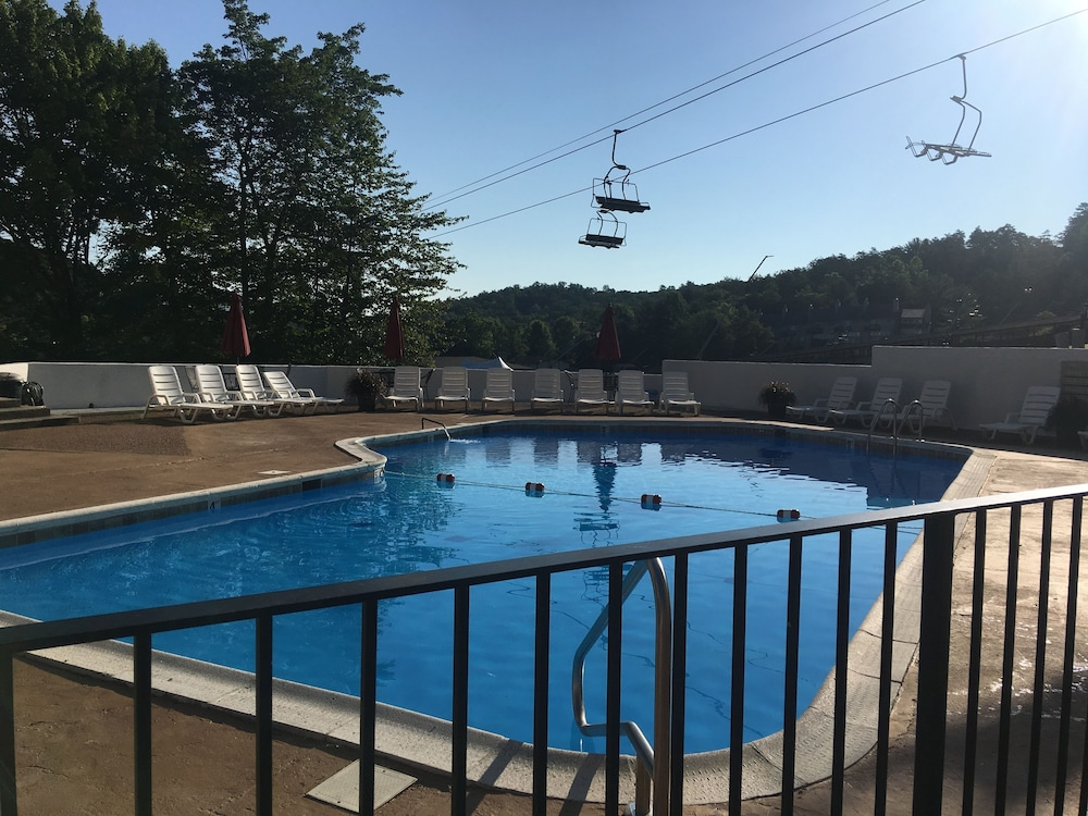 Pool, Cozy Condo Facing Slopes, Great get Away, Peaceful