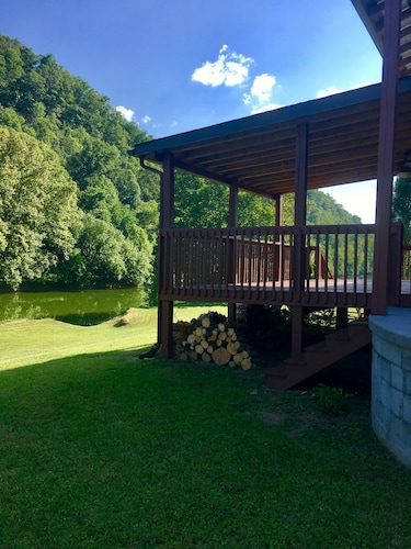 River Sunrise Cabin Located in the TN Mountains and Right on the Clinch River!