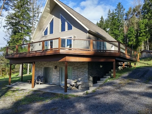 Stunning 5 Bdrm Ski Chalet, View of Slopes, 2 min to Downtown, Golf & Biking