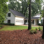 Private Home Convenient to Pinewood Studio, Peachtree City, Walking Dead