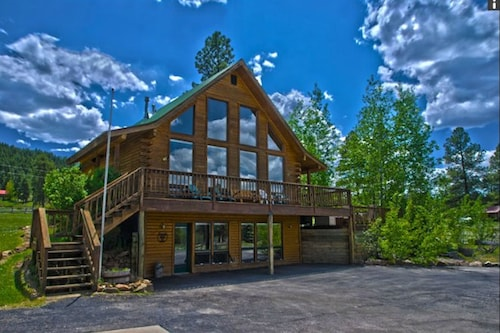 Gorgeous Mountain Views w/ Hot Tub Close to River, Wolf Creek Skiing & Hiking