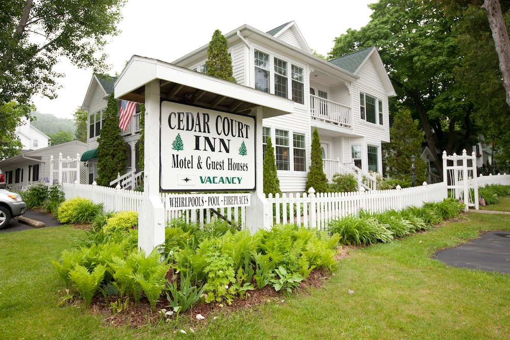 Sensational Cedar Court Inn In Fish Creek Wi Expedia Download Free Architecture Designs Salvmadebymaigaardcom