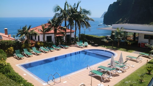 Studio in Ponta Delgada, With Wonderful sea View, Pool Access, Furnished Garden - 200 m From the Beach