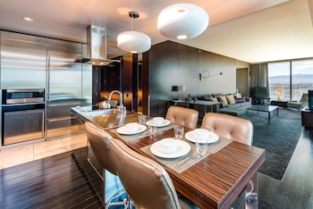 Great Value Palms Place One Bedroom Suite High Floor