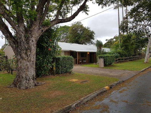 Beerwah House, 3bedroom , Swimming Pool, Near Australia Zoo, Sunshine Coast