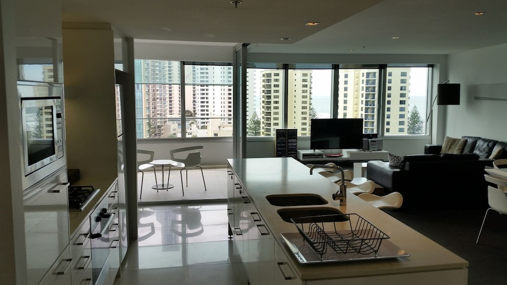 Q1 Tower - Ocean View 2 Bedroom Large Luxury Unit! (Gold Coast ...