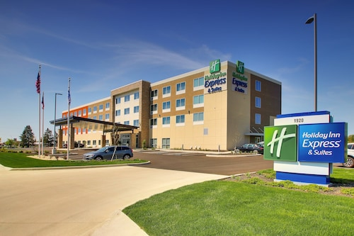Holiday Inn Express & Suites Findlay North, an IHG Hotel